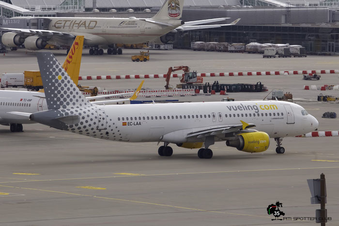 EC-LAA A320-214 2678 Vueling Airlines@ Munich Airport 15.05.2016 © Piti Spotter Club Verona