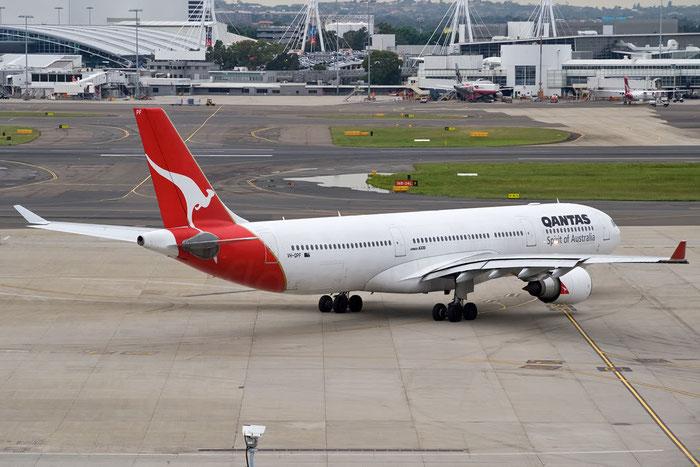 VH-QPF A330-303E 595 QANTAS @ Sydney Airport 16.11.2011 © Piti Spotter Club Verona