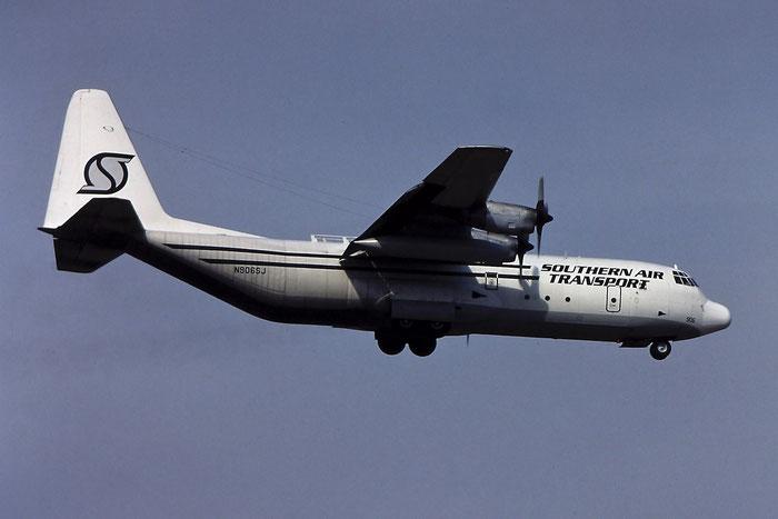 N906SJ Lockheed L-100-30 Hercules C130 4477 Southern Air Transport @ Aeroporto di Verona - © Piti Spotter Club Verona