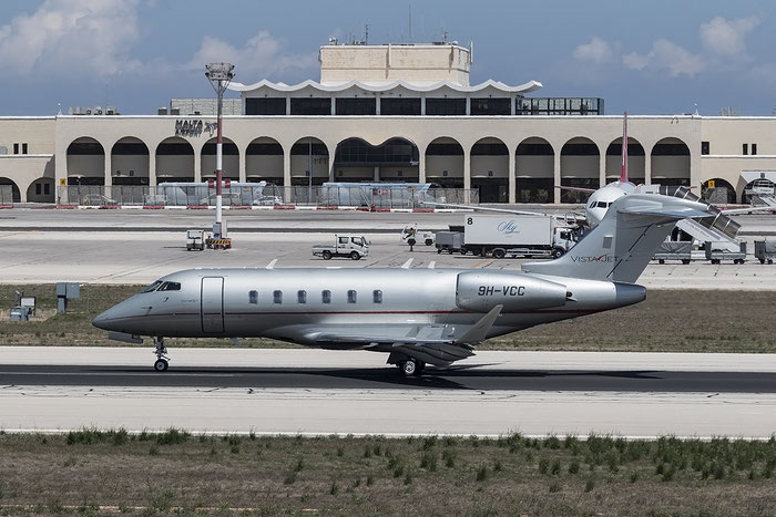 9H-VCC CL-350 20535 VistaJet Malta @ Malta Airport 08.2015 © Piti Spotter Club Verona