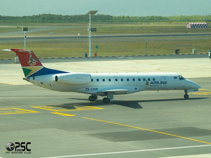 ZS-SNW ERJ135LR 145720 Airlink @ Cape Town Airport 22.03.2014 © Piti Spotter Club Verona