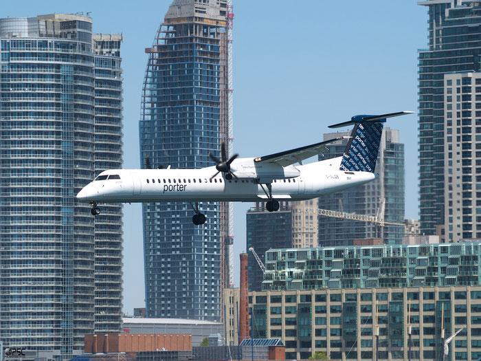 C-GLQB DHC-8-402 4130 Porter Airlines @ Toronto Bishop Airport 15.05.2013 © Piti Spotter Club Verona