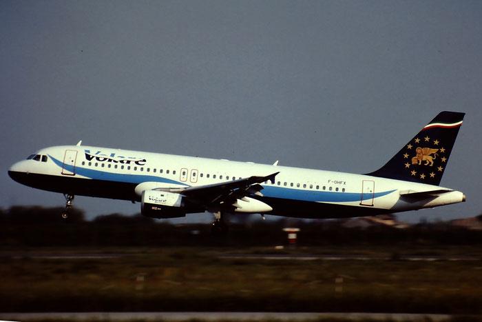 F-OHFX  A320-211  235  Volare Airlines  @ Aeroporto di Verona © Piti Spotter Club Verona