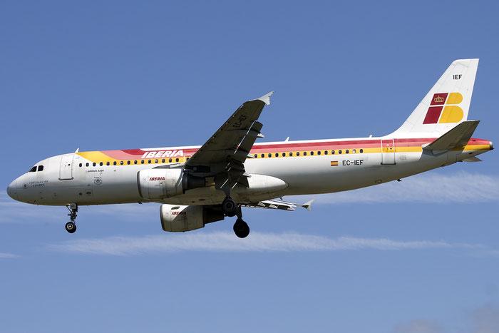 EC-IEF A320-214 1655 Iberia Líneas Aéreas de España @ London Heathrow Airport 13.05.2015 © Piti Spotter Club Verona