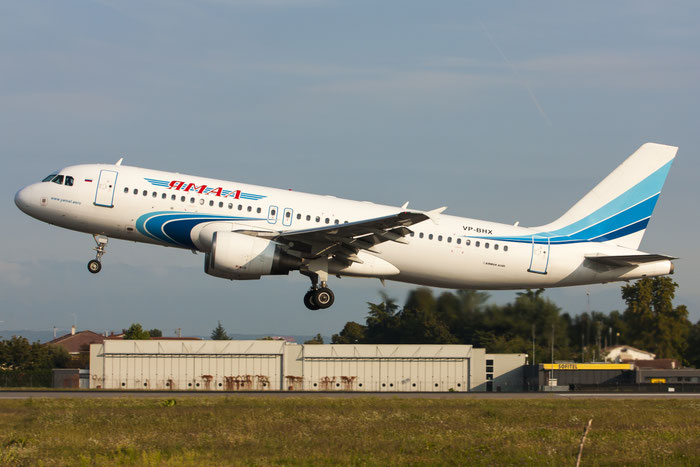 VP-BHX A320-214 2439 Yamal Airlines @ Treviso Airport 21.09.2013 © Piti Spotter Club Verona