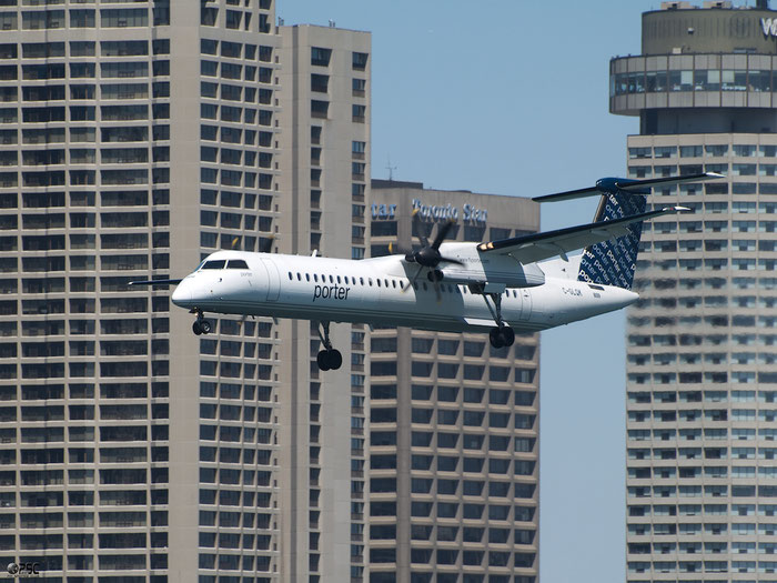 C-GLQK DHC-8-402 4247 Porter Airlines @ Toronto Bishop Airport 15.05.2013 © Piti Spotter Club Verona