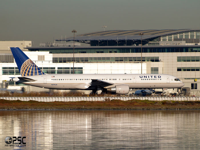 N519UA B757-222 24872/312 United Airlines @ San Francisco Airport 15.10.2013 © Piti Spotter Club Verona