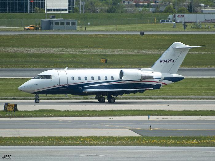 N342FX CL-605 5752 Flexjet @ Toronto Pearson Airport 17.05.2013 © Piti Spotter Club Verona