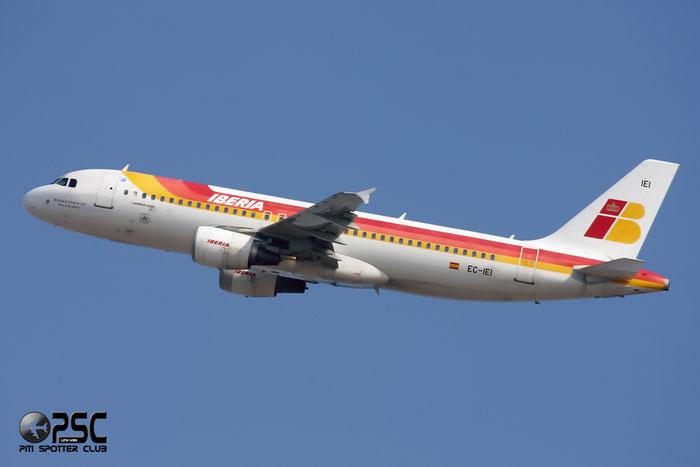 EC-IEI A320-214 1694 Iberia Líneas Aéreas de España @ Milano Malpensa Airport 12.2007 © Piti Spotter Club Verona