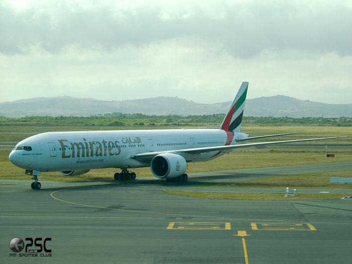 A6-ECF B777-31HER 35574/690 Emirates @ Cape Town Airport 22.03.2014 © Piti Spotter Club Verona