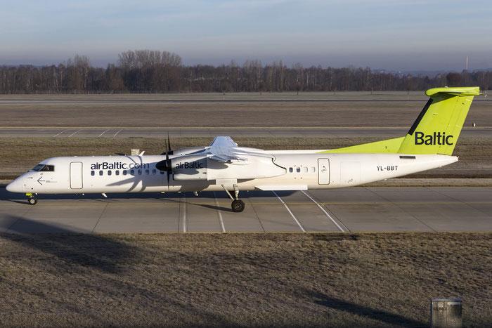 YL-BBT DHC-8-402 4438 airBaltic @ Munich Airport 28.12.2015 © Piti Spotter Club Verona