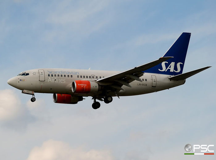LN-RCW B737-683 28308/333 SAS Scandinavian Airlines - Scandinavian Airlines System  @ London Heathrow Airport 05.05.2007 © Piti Spotter Club Verona