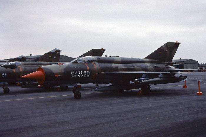 24+20   MiG-21bis  75051402/3311 © Piti Spotter Club Verona