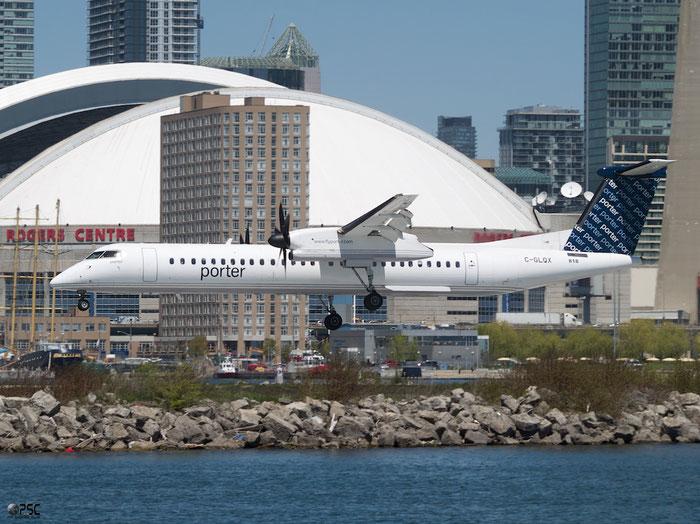 C-GLQX DHC-8-402 4282 Porter Airlines @ Toronto Bishop Airport 15.05.2013 © Piti Spotter Club Verona