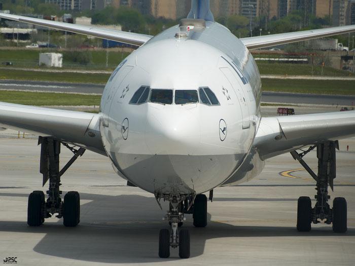 D-AIHB A340-642 517 Lufthansa @ Toronto Pearson Airport 17.05.2013 © Piti Spotter Club Verona