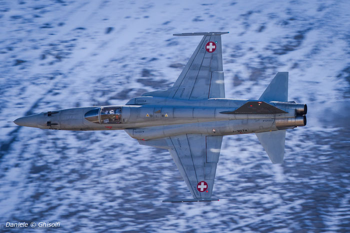 J-3074   F-5E  L1074  FlSt13 badge © Piti Spotter Club Verona