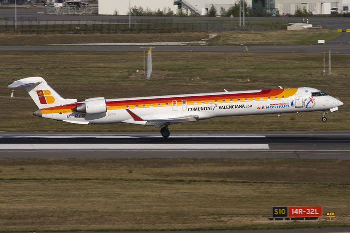 EC-JZV CRJ900ER 15117 Air Nostrum @ Toulouse Airport 10.2008 © Piti Spotter Club Verona
