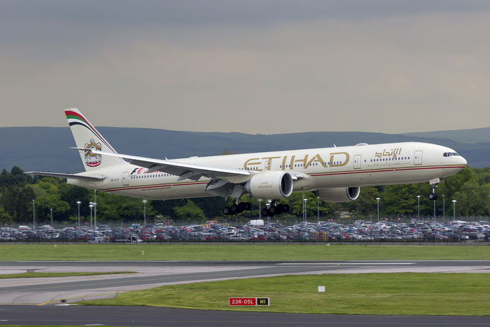 A6-ETP B777-3FXER 41699/1111 Etihad Airways @ Manchester Airport 13.05.2014 © Piti Spotter Club Verona