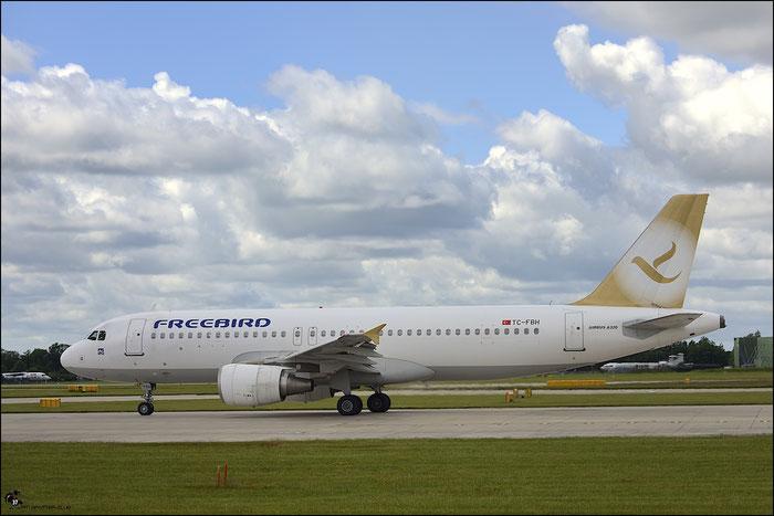 TC-FBH A320-214 4207 Freebird Airlines @ Manchester Airport 21.06.2015 © Piti Spotter Club Verona