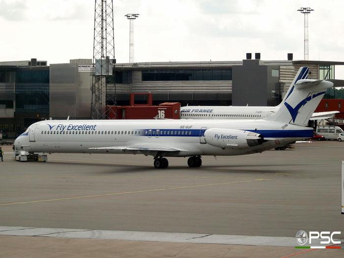SE-DJF MD-83 49568/1380 FlyExcellent @ Stockholm Arlanda Airport 19.07.2008 © Piti Spotter Club Verona