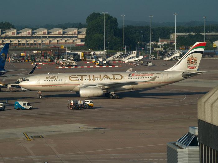 A6-EYW A330-202 339 Etihad Airways @ Manchester Airport 21.07.2012 © Piti Spotter Club Verona