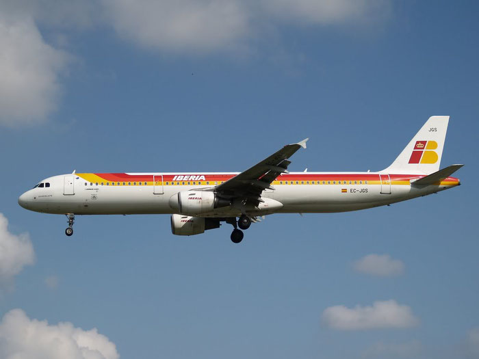 EC-JGS A321-213 2472 Iberia Líneas Aéreas de España @ London Heathrow Airport 08.2007 © Piti Spotter Club Verona