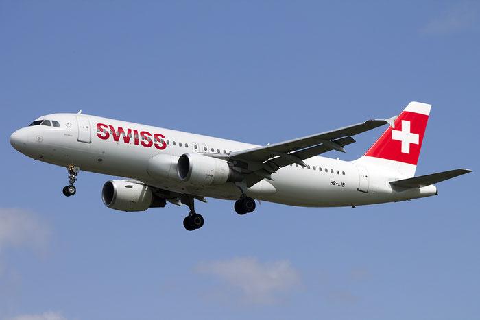HB-IJB A320-214 545 Swiss International Air Lines @ London Heathrow Airport 13.05.2015 © Piti Spotter Club Verona
