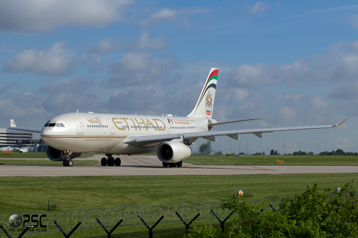 A6-EYK A330-243 788 Etihad Airways @ Manchester Airport 13.05.2014 © Piti Spotter Club Verona