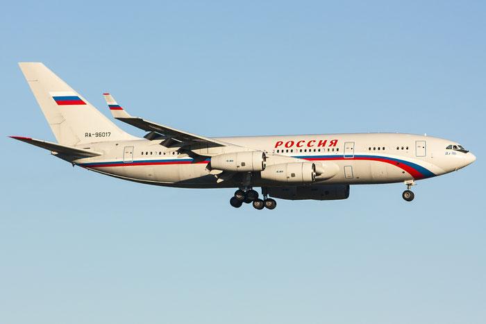 RA-96017 74393202011 Il-96-300S RA-96017 Rossiya @ Trieste Airport 26.11.2013 © Piti Spotter Club Verona