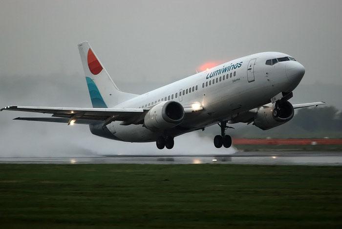 SX-LWA B737-330 25216/2084 Lumiwings @ Aeroporto di Verona 10.2018  © Piti Spotter Club Verona