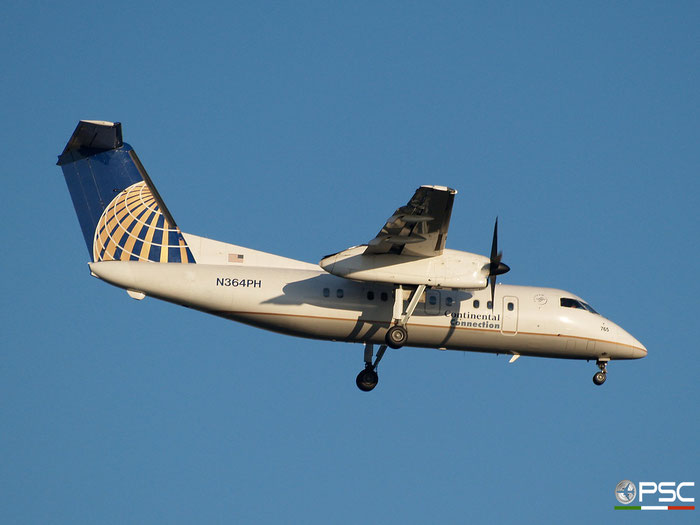 N346PH DHC-8-202 477 Horizon Air @ Newark Airport 14.09.2009 © Piti Spotter Club Verona