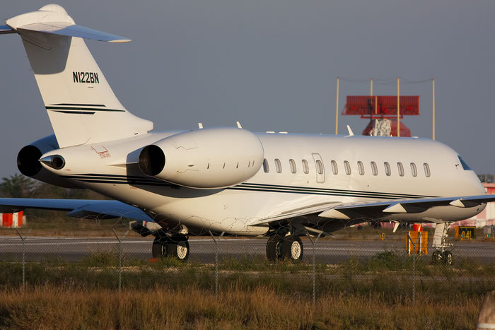 N122BN Global Express 9103 LR Enterprises Management LLC @ Venezia Airport 29.12.2011 © Piti Spotter Club Verona