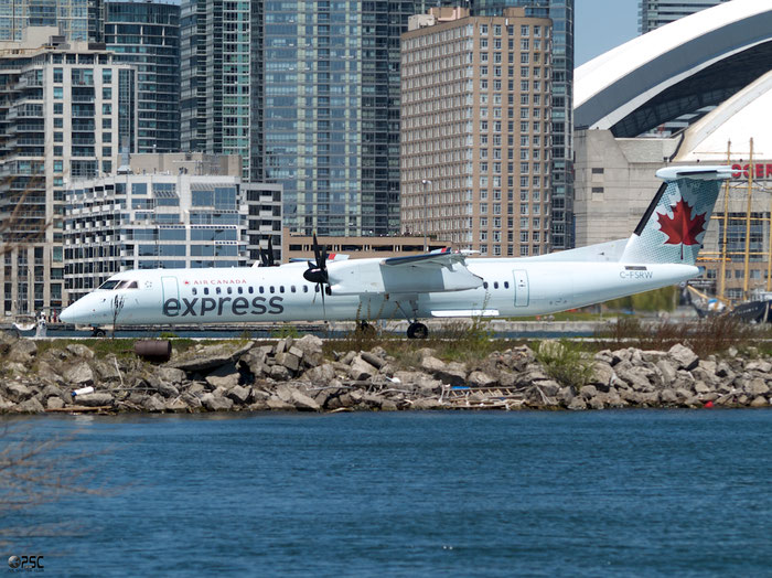 C-FSRW  DHC-8-402  4172  Air Canada Express  @ Toronto Bishop 13.05.2013 © Piti Spotter Club Verona