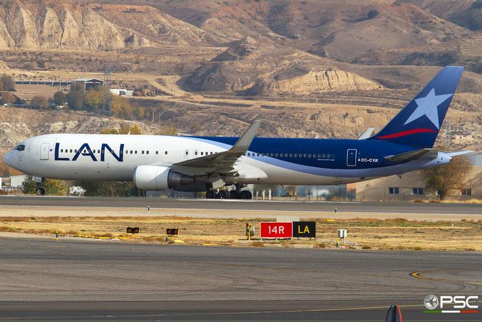 CC-CXK B767-316ER 37802/987 LATAM Airlines Chile @ Madrid Airport 11.2017 © Piti Spotter Club Verona
