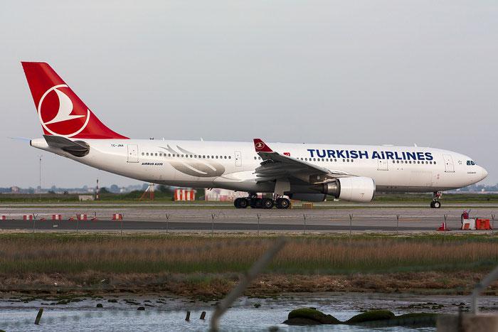 TC-JNA A330-203 697 Turkish Airlines - THY Türk Hava Yollari @ Venezia Airport 28.04.2013 © Piti Spotter Club Verona