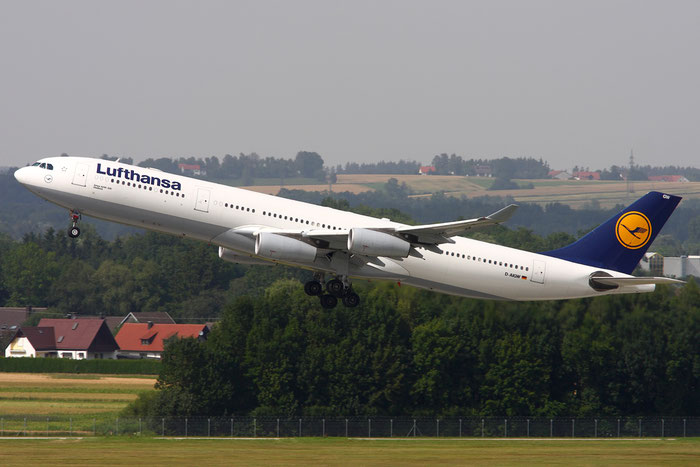 D-AIGW A340-313X 327 Lufthansa @ Munich Airport  05.2009 © Piti Spotter Club Verona