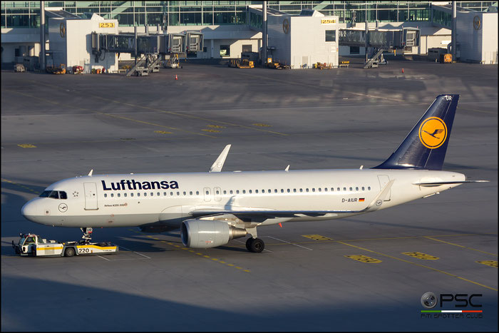 D-AIUR A320-214 6985 Lufthansa @ Munich Airport 14.02.2017  © Piti Spotter Club Verona