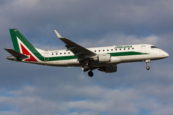 EI-RDJ ERJ175STD 17000342 Alitalia CityLiner @ Trieste Airport 03.01.2013 © Piti Spotter Club Verona