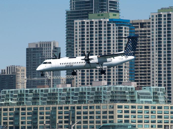 C-GLQH DHC-8-402 4225 Porter Airlines @ Toronto Bishop Airport 15.05.2013 © Piti Spotter Club Verona