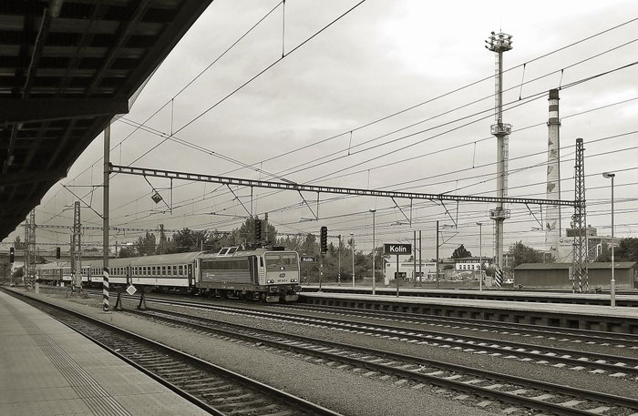 """Rx 869 """"Špilberk"""" von Prag nach Brünn, außerplanmäßig als lokbespannter Zug."""