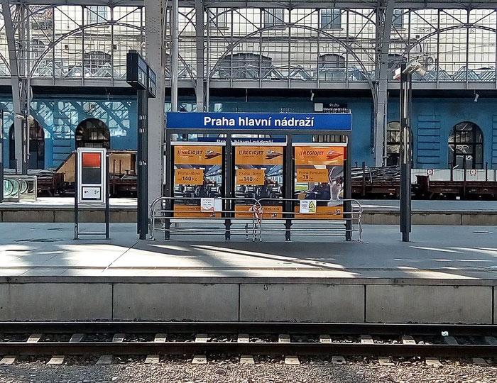 Diskriminierungsfrei wird hier für den größten Konkurrenten der Tschechischen Bahn geworben.