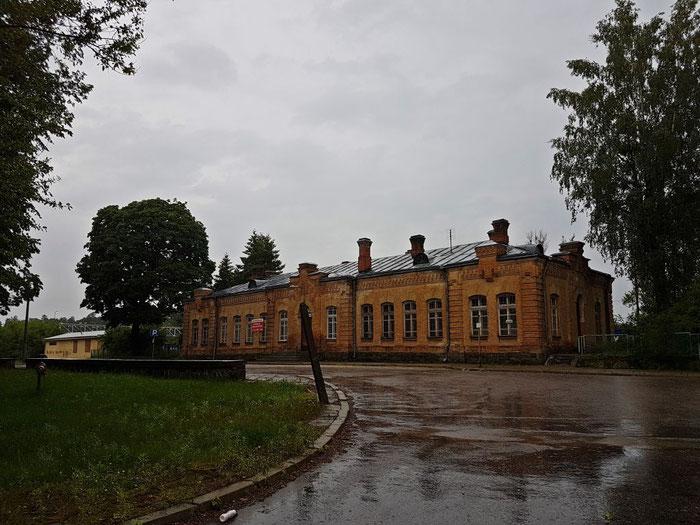 Willkommen am Bahnhof Augustów - Welches Taxi möchten Sie?