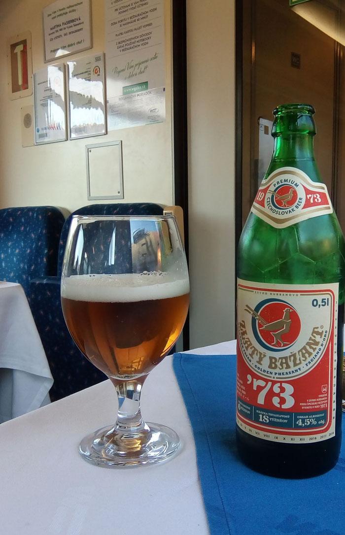 Pünktlich 9 Uhr morgens, irgendwo in der Slowakei: ein erstes Bier.