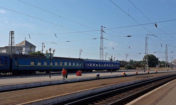 Hauptbahnhof Lemberg: für Sauberkeit wird permanent Sorge getragen.