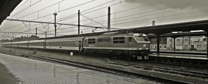 """EC 117 """"Praha"""" mit tschechischem Speisewagen auf dem Weg nach Warschau"""