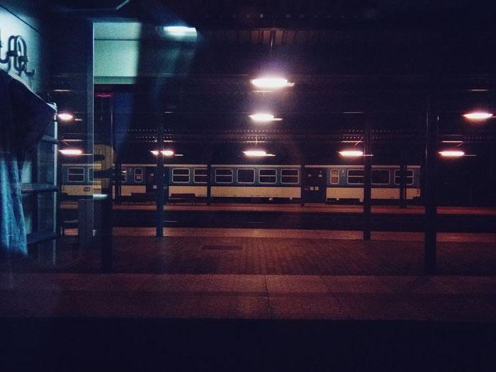 Břeclav, nahe der Grenze Tschechien/Slowakei: im Zug kehrt langsam Ruhe ein.