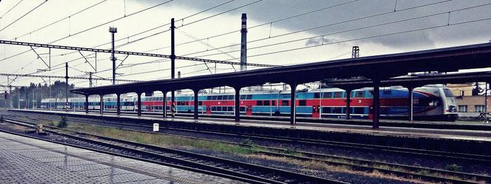 Personenzug Os 9331 (Doppel-Elefant) aus Praha-Masarykovo