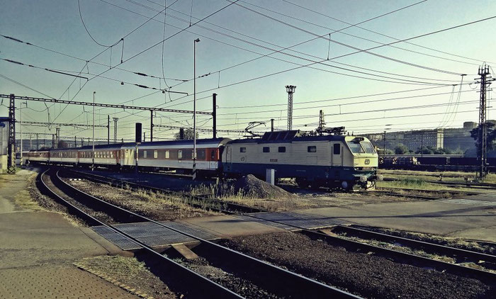 """Der EuroNight """"SLOVAKIA"""" aus Prag fährt ein."""
