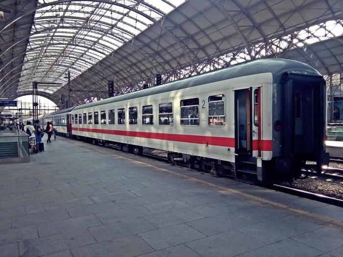 Der letzte Wagen des EC 175 wird der zweite Wagen des EC 283.