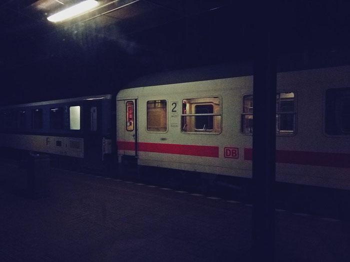 Abschied vom ersten Trägerzug mitsamt Ex-InterRegio-Wagen in Bratislava.